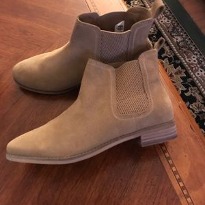 Ankle Boots. TOMS